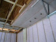 Floor above garage insulated for better floor temperature control